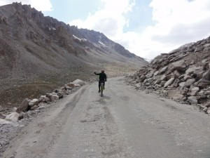 Cycling down Khardung La pass at 5500 m